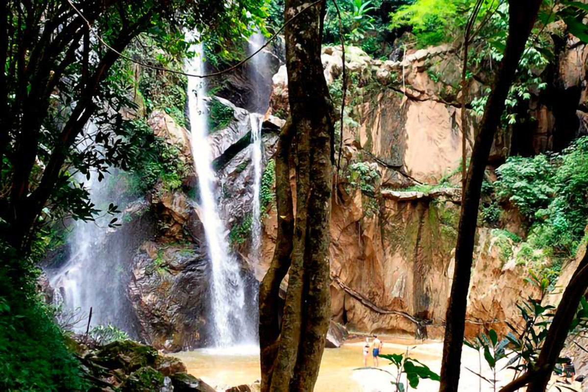 Heading To Pai Mok Fa Waterfall