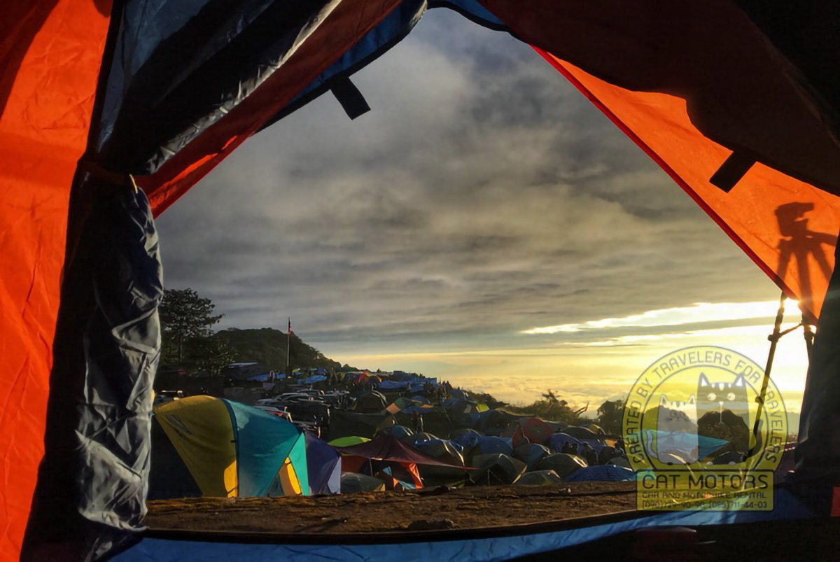 Tourists And Campground Tents Mon Sone View Point Doi Pha Hom Pok National Park Doi Ang Khang