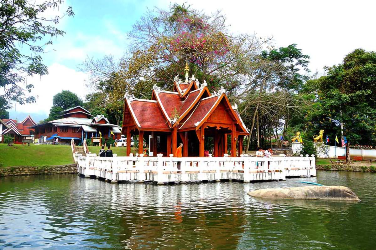 Pai Wat Nam Hu