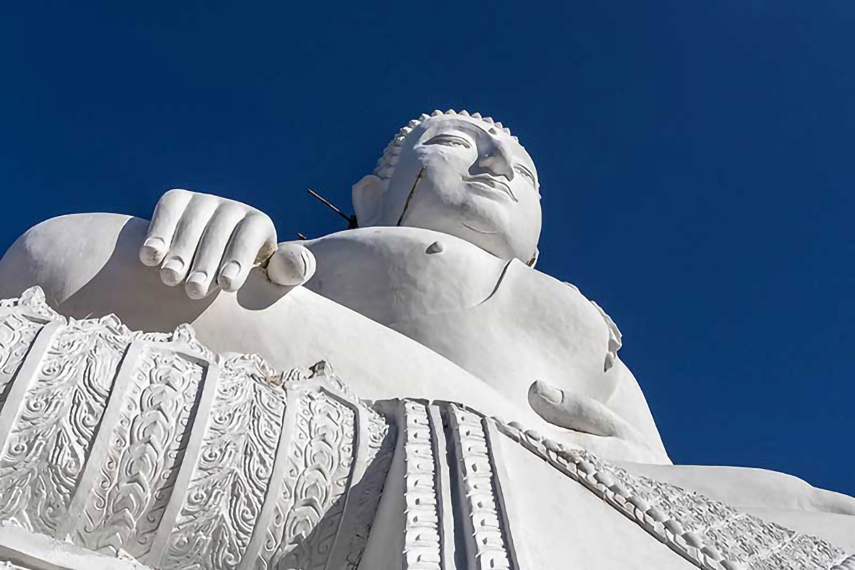 Pai White Big Buddha
